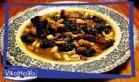 طبق اللحم بالبرقوق واللوز(الغنمي بالبرقوق واللوز باللهجة المغربية) من الأطباق المغربية الشهيرة والشهية، هو مزيج من طعم البرقوق الحلو واللذيذ الطعم المالح للطبق اللحم. من الاطباق المميزة للأعياد والمناسبات. للحادكات والمبتدئات وصفة سهلة التحضير خطوة بخطوة مع مقادير متوفرة، لمتعة لعائلتك وضيوفك.