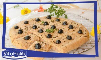 خبزة الفوكاشيا بالزيتون الأسود و التونة